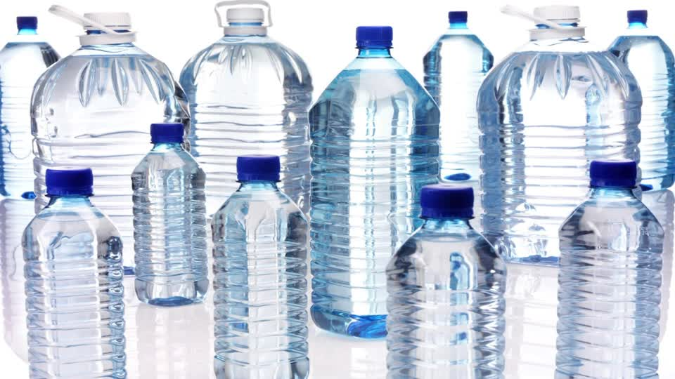 Here are some of the benefits of custom water bottles